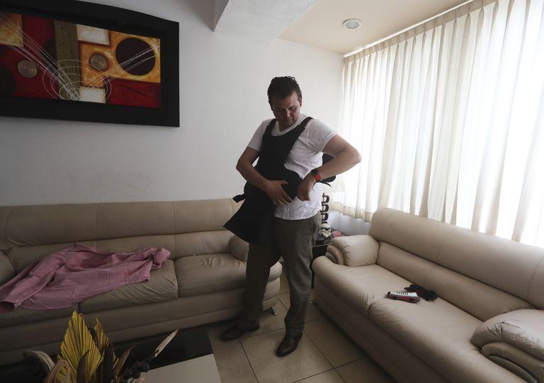 Guillermo Valencia, del PRI, usa chaleco antibalas para ir a sus actos