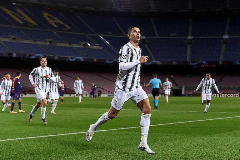Con dos goles de Cristiano Ronaldo de penal, Juventus goleó a Barcelona en el Camp Nou