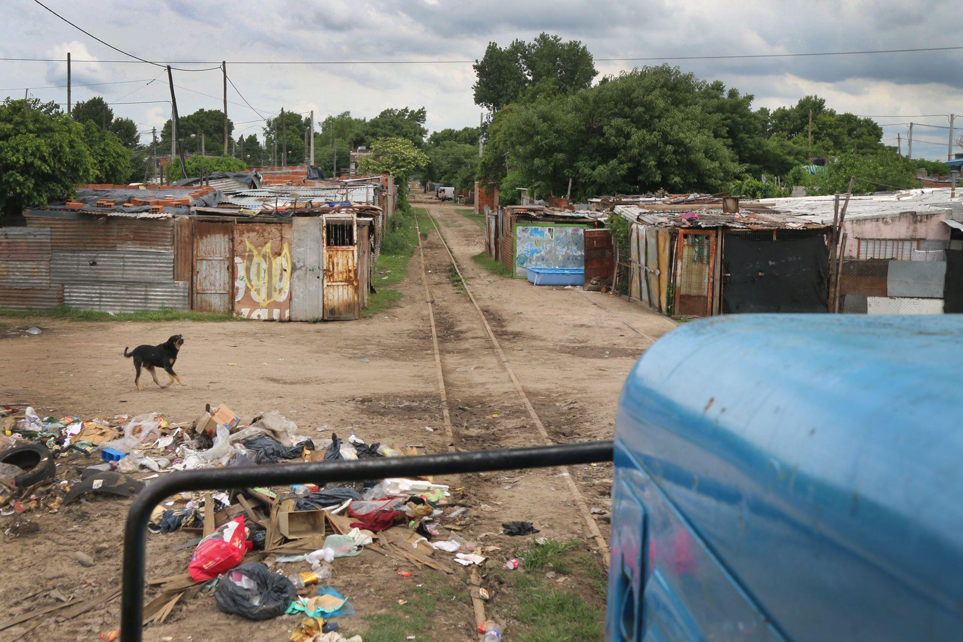 La formación atraviesa barrios carenciados lo que es muy peligroso para sus habitantes
