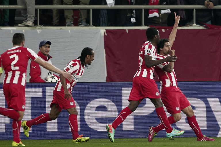 El Chori festeja su gol ante Manchester United