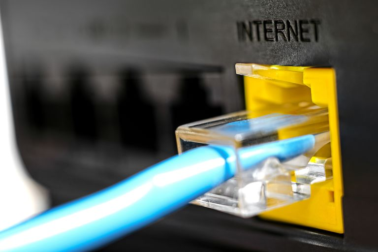 El 17 de mayo de 1990, la Argentina se incorporó desde Cancillería a la red de redes; solo cinco años después las conexiones estarían disponibles para el público en general. Para el país, fue el primer paso de muchos para integrarse a una revolución que cambiaría el mundo para siempre