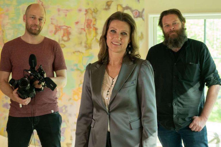 La princesa de Noruega, Marta Luisa, junto a los realizadores de su reality, que se estrenará en 2021 y llevará el nombre de Märtha