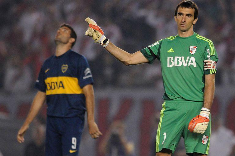 Momento histórico: el penal que Barovero le atajó a Gigliotti en las semifinales de la Sudamericana 2014.