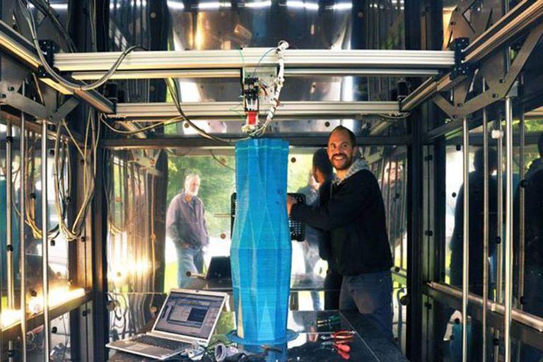 La Kamer Maker en acción, responsable de proveer los bloques para construir de forma íntegra un edificio con una impresora 3D