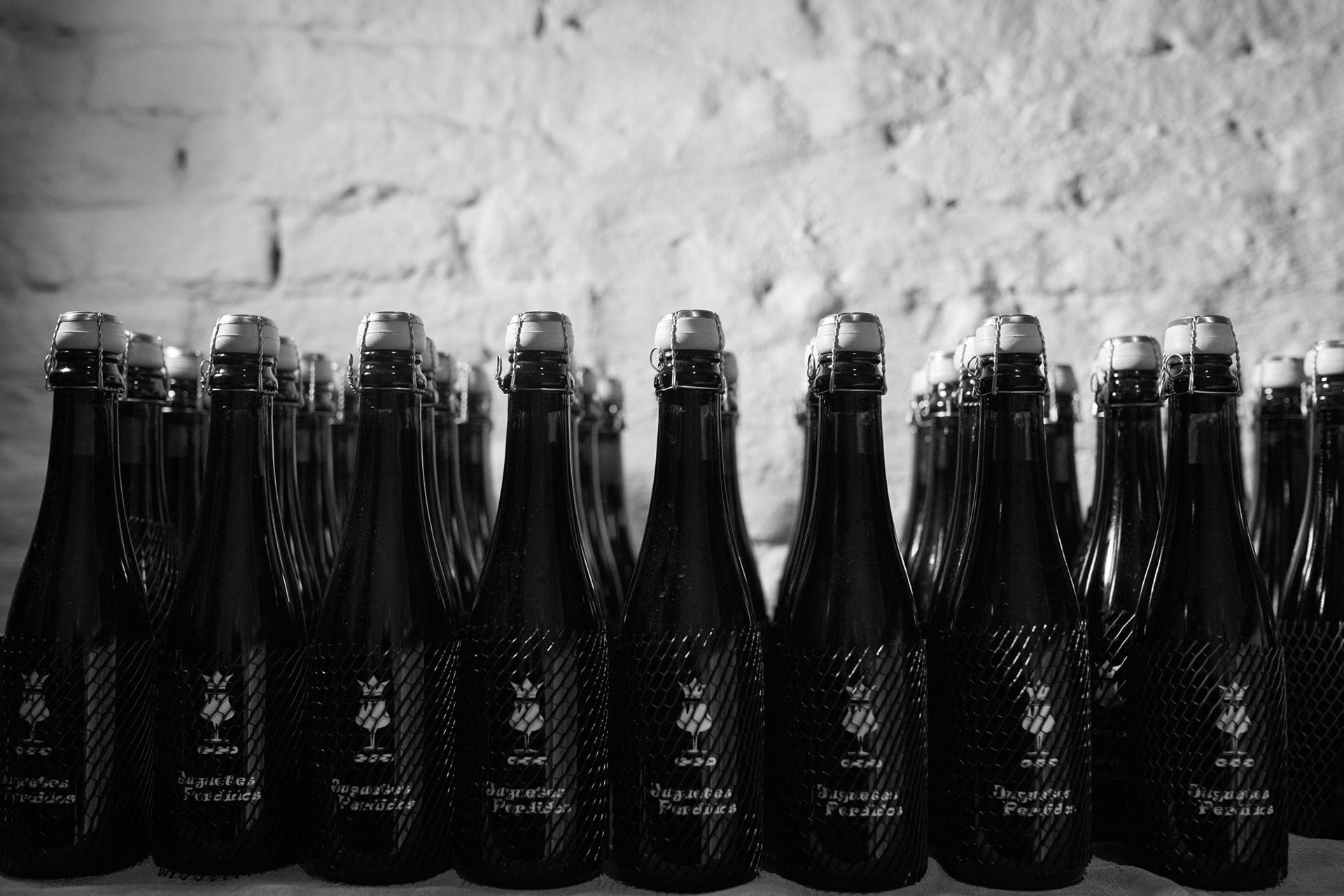 El 31 de mayo de 2015 hicieron la primera cocción de cerveza artesanal en su fábrica, hoy han hecho más de 70 variedades, que venden en botellas de champagne, con bozal y corcho