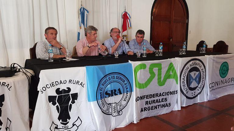Elbio Laucirica, presidente interino de Coninagro; Nicolás Pino, presidente de la Sociedad Rural Argentina (SRA); Jorge Chemes, presidente de Confederaciones Rurales Argentinas (CRA) y Carlos Achetoni, presidente de Federación Agraria Argentina (FAA)