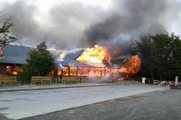 El incendio forestal fue reportado anoche en la zona de Estancia Cristina