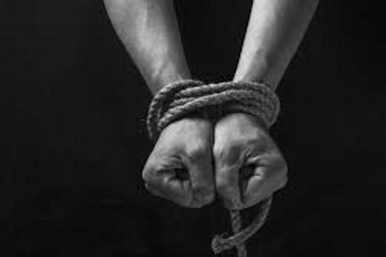 Además de secuestro, se los acusa de violación