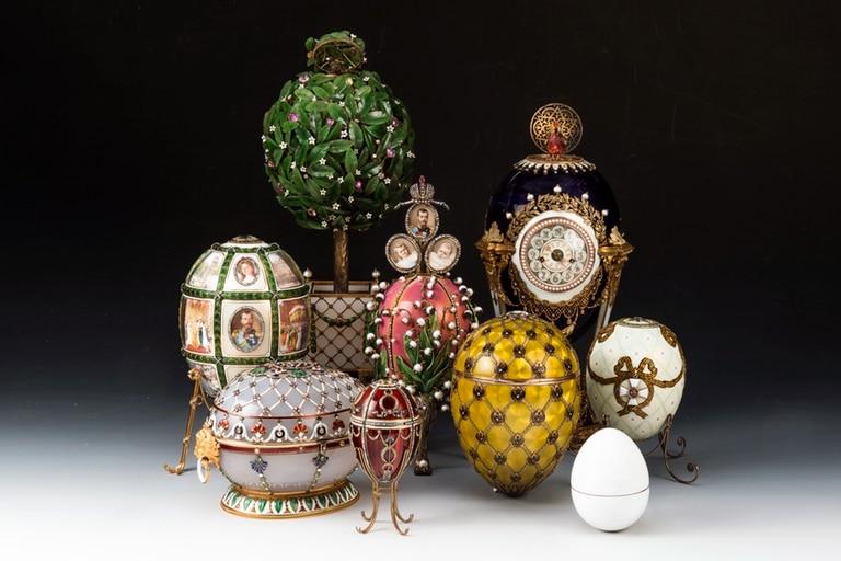 El orfebre Peter Carl Fabergé fue el responsable de la confección de estas piezas para los zares Alejandro III y Nicolás II de la dinastía Románov