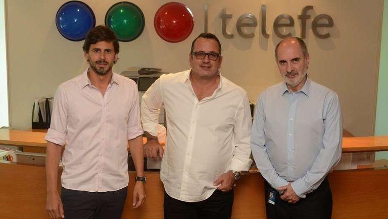 Darío Turovelzky (director de contenidos globales de Telefe), Pierluigi Gazzolo (presidente de Viacom Amercias) y Guillermo Campanini (director general operativo de Telefe), en las oficinas del canal