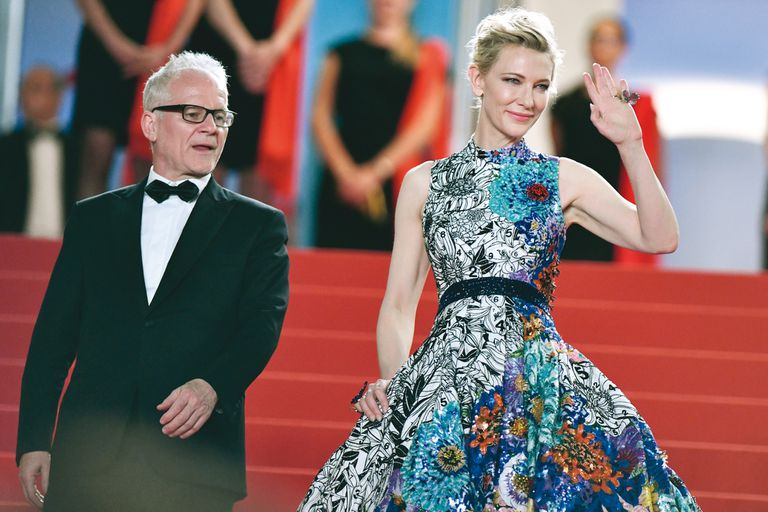 Frémaux camina junto con Cate Blanchett, presidenta del jurado, en la edición de mayo último del célebre encuentro cinematográfico