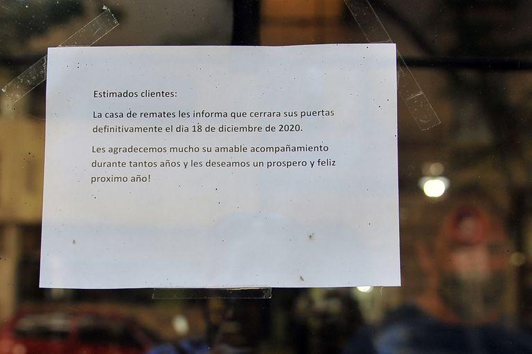 El cartel en la puerta del local con que se despiden de sus clientes