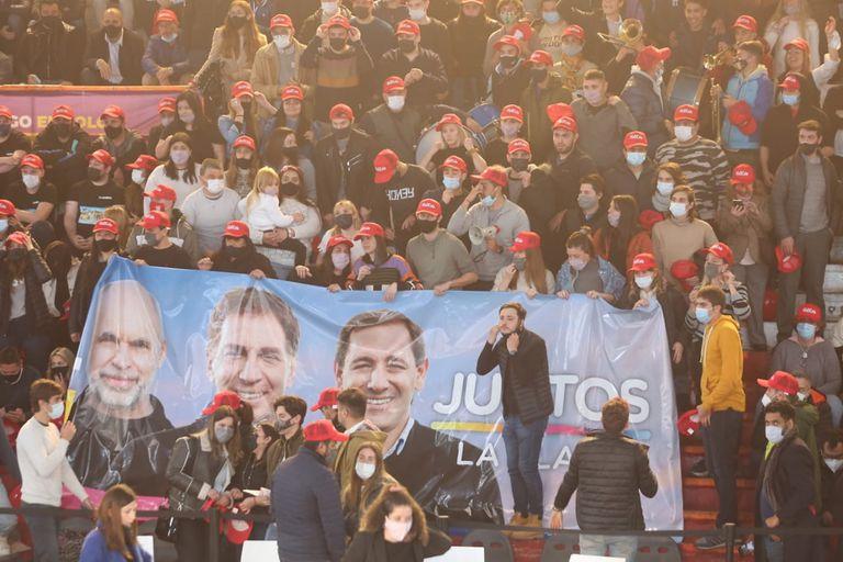Cierre de campaña de Santilli en el club Atenas de La Plata