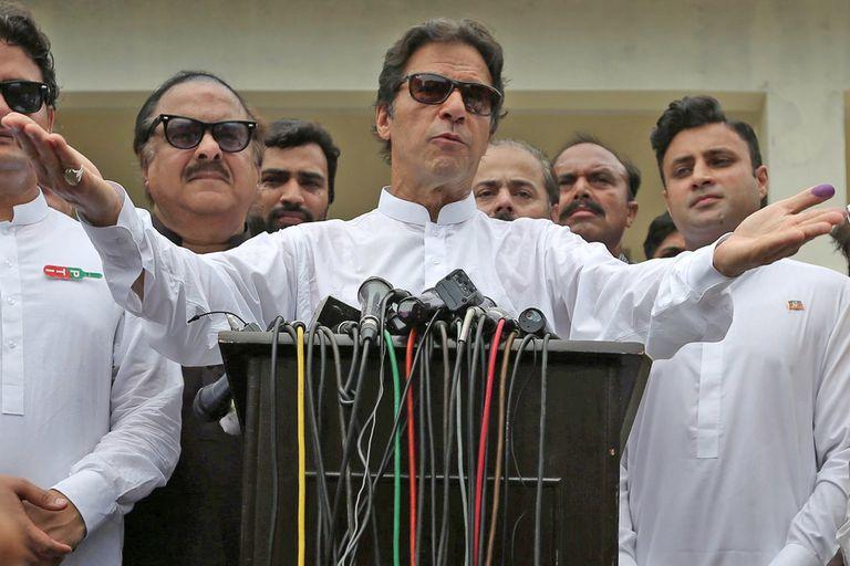 Imran Khan , el primer ministro de Paquistán. Su país sufre de la pérdida de valor de su moneda y por esa razón las autoridades religiosas decretaron la prohibición de su compra por orden religiosa.