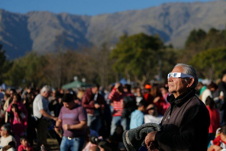 El público en el momento del eclipse, en Traslasierra, en Córdoba