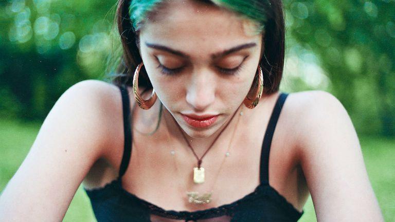 Lourdes retratada por la fotógrafa Amira Rosenbush
