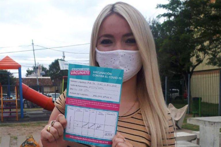 Vacunaron a una joven de 18 años que milita con Jorge Ferraresi
