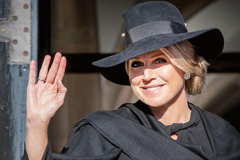 Reina Máxima. Su fascinante colección de sombreros para protocolo de luto