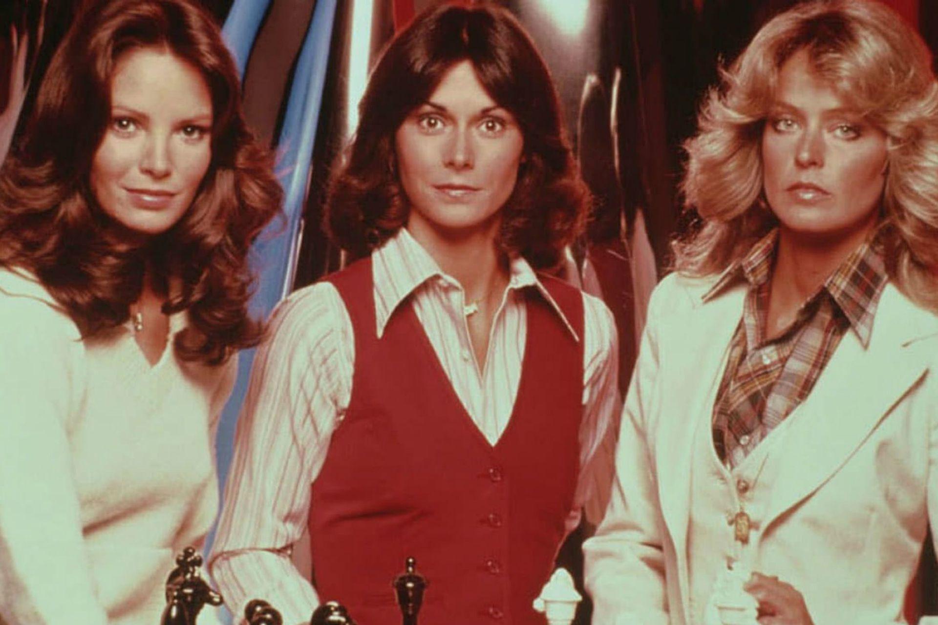 El elenco original de la serie estaba integrado por Jaclyn Smith, Kate Jackson y Farrah Fawcett.