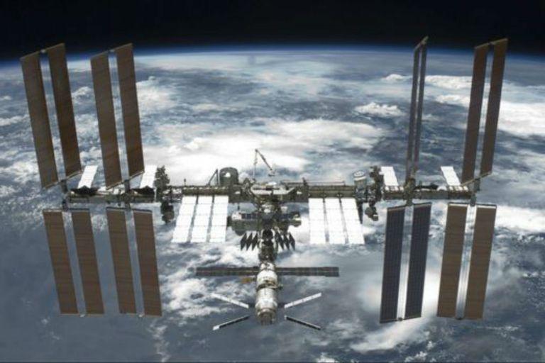 La NASA anunció que permitirá a los turistas visitar la Estación Espacial Internacional a cambio de un pago.