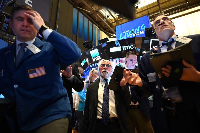 La caída de los indicadores en Wall Street llevó a los fondos a liquidar contratos y la soja fue la que salió perdiendo