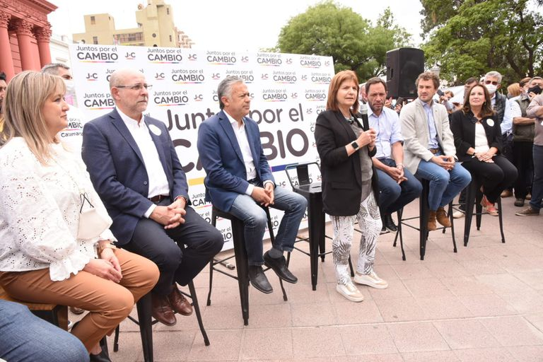 Desconfianza en la oposición ante la convocatoria de Massa a un diálogo tras las elecciones