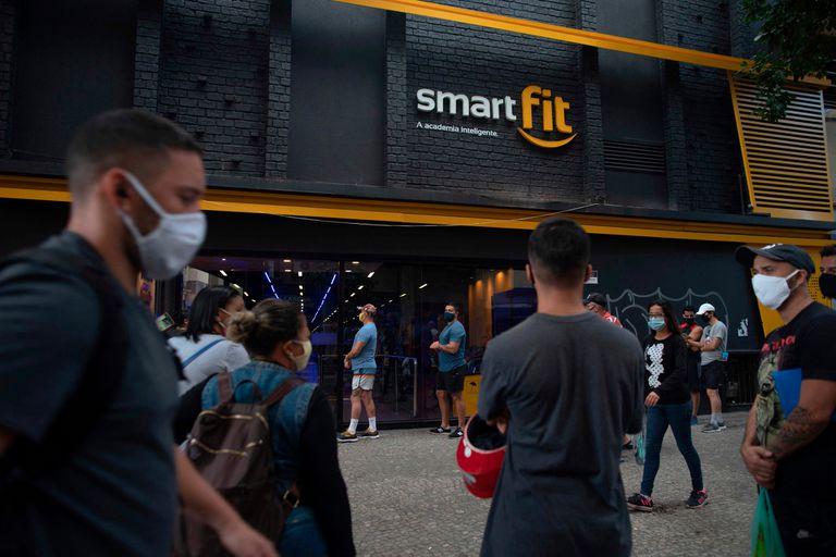 Los clientes del gimnasio Smartfit, listos para entrar en acción