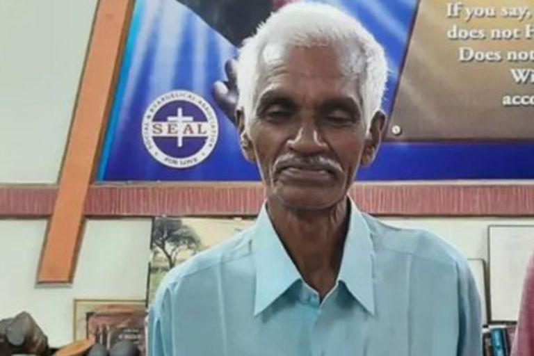 Lo dieron por muerto en un accidente aéreo, pero permaneció escondido por 45 años