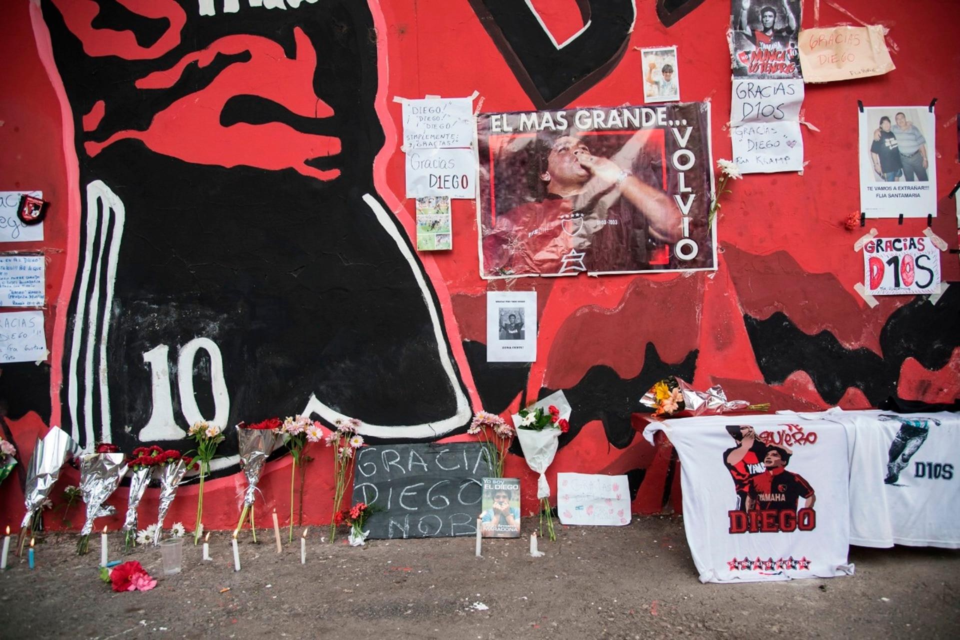 Ofrendas a Maradona en el estadio de Newells en Rosario