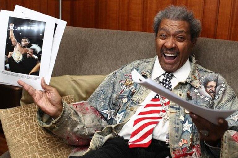 Don King con la imagen de Mike Tyson, uno de los hombres que lo catapultó a la fama en el mundo del boxeo