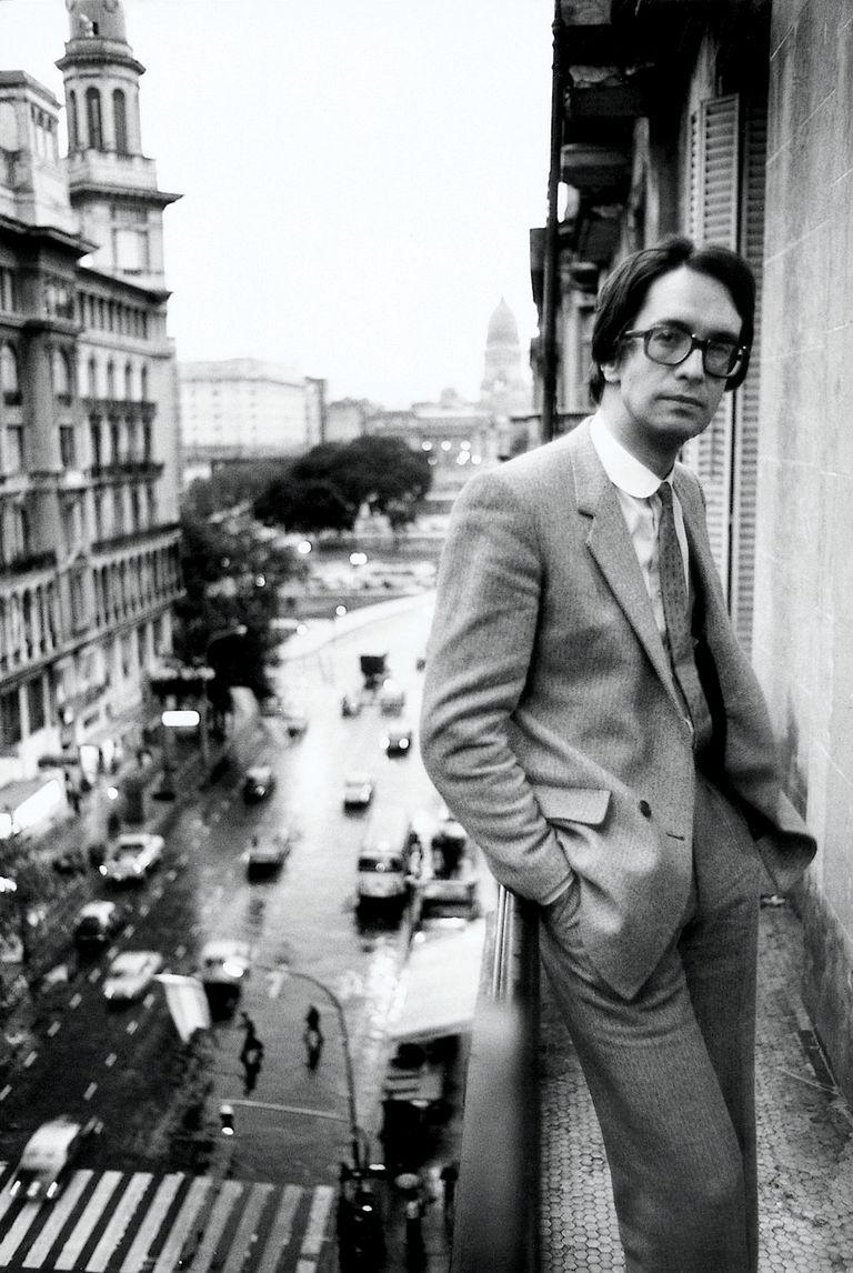 Javier Martínez, de Manal, a metros del Congreso de la Nación, a fines de los años 60