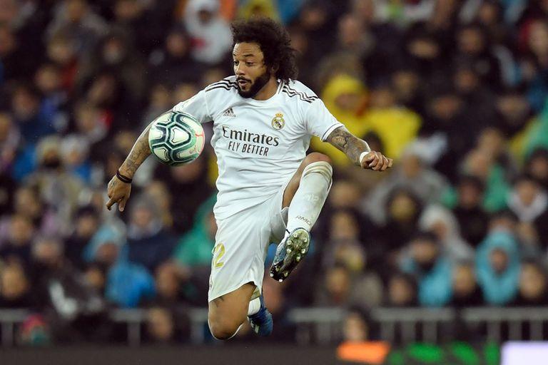 Marcelo, toda una institución en Real Madrid, se liberó de sus compromisos cívicos por la elección en la comunidad madrileña y pudo viajar con el resto de sus compañeros a Londres, para jugar la semifinal de la Champions League con Chelsea.