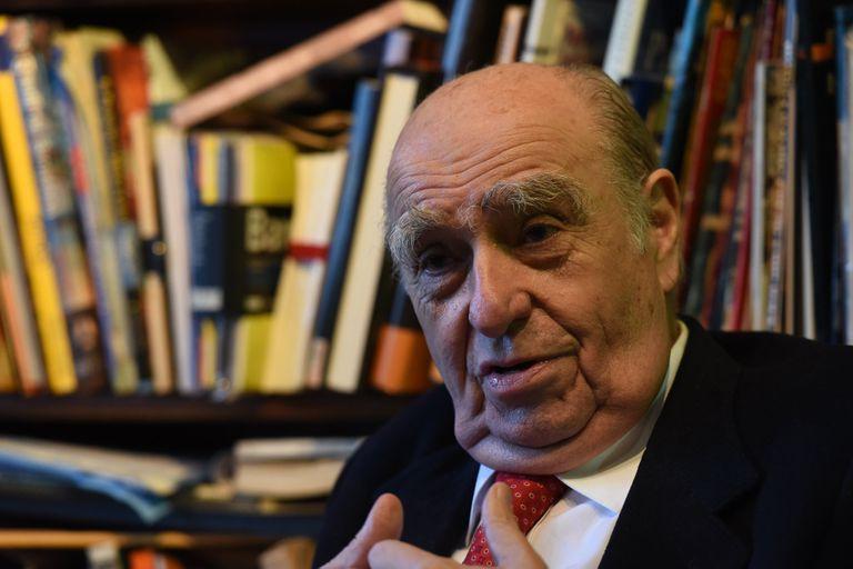 Julio Sanguinetti.
