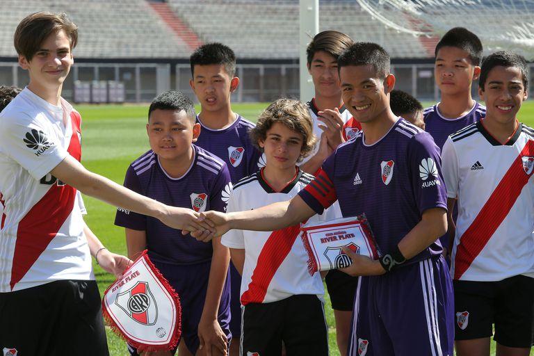 Los chicos tailandeses se dieron el gusto de jugar contra River