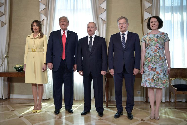 Melania Trump, Donald Trump, Vladimir Putin, Sauli Niinisto (presidente de Finlandia) y su eposa Jenni Haukio , junto antes de que comience la reunión