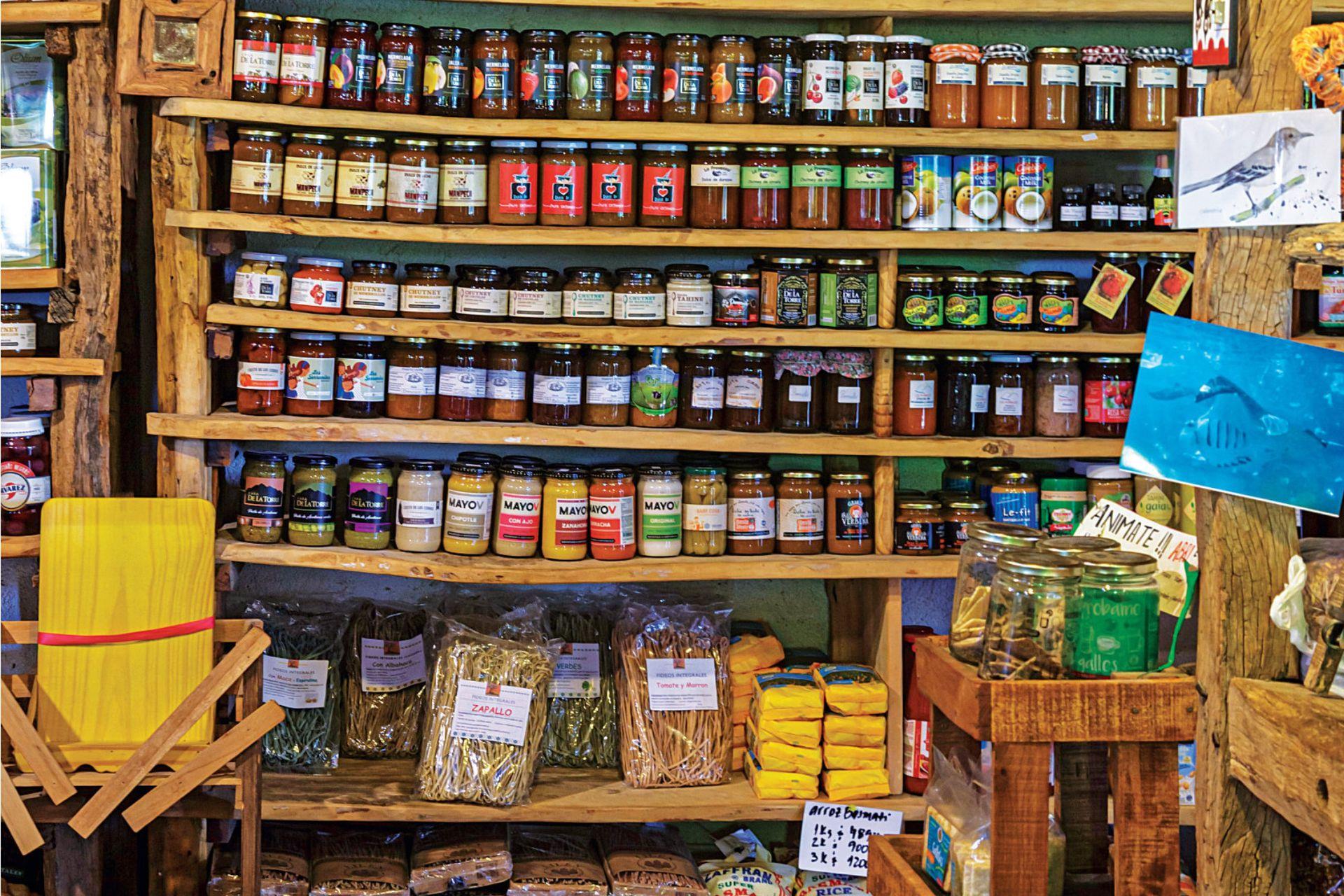 Delicatessen, vinos orgánicos, semillas, infusiones y más en el almacén natural Aloe.