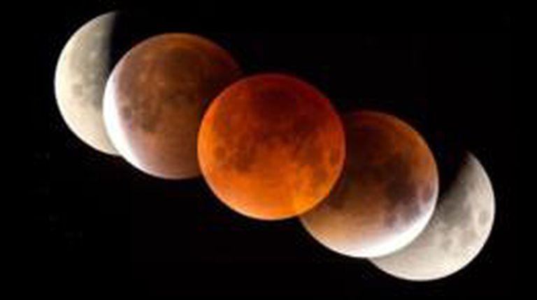 La Luna aparecerá roja durante el eclipse cuando la luz del sol se filtre por la atmósfera terrestre