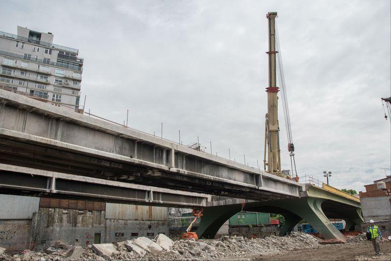 El puente comienza a ser desmontado