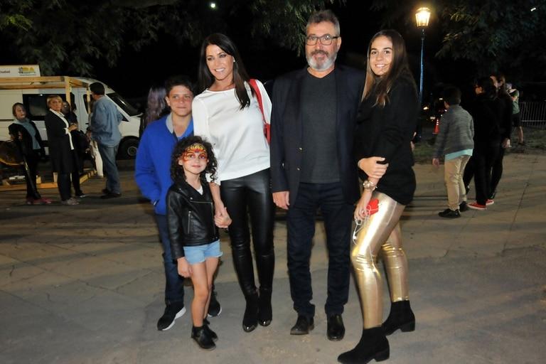 Pamela David, Daniel Vila y sus hijos dieron presente anoche en la Costanera Sur