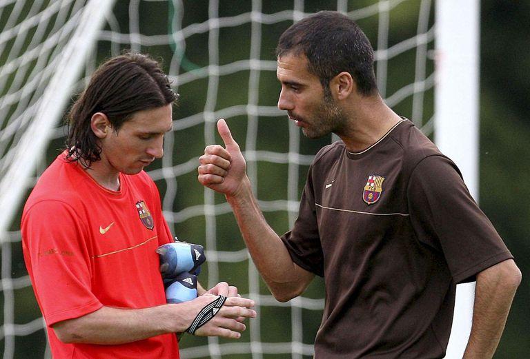 Messi y Guardiola en 2009, antes de jugar con Estudiantes la final del Mundial de Clubes