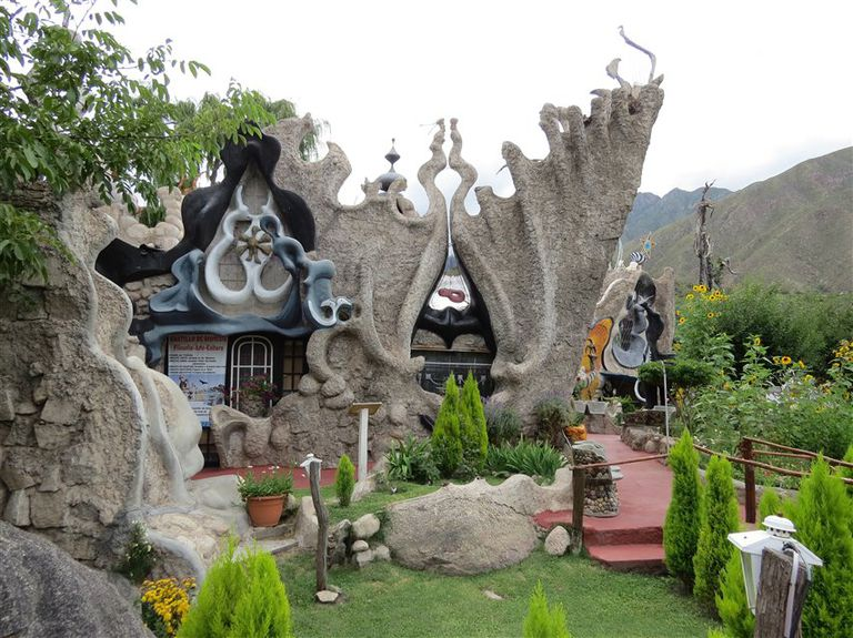 El curioso castillo inspirado en la obra de Gaudí