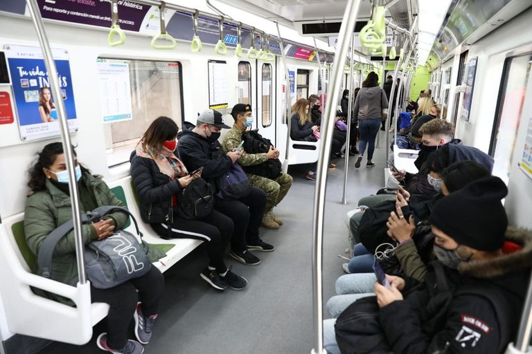 La Ciudad levantó restricciones vinculadas al transporte y a la capacidad de personas que pueden asistir a espacios abiertos y cerrados