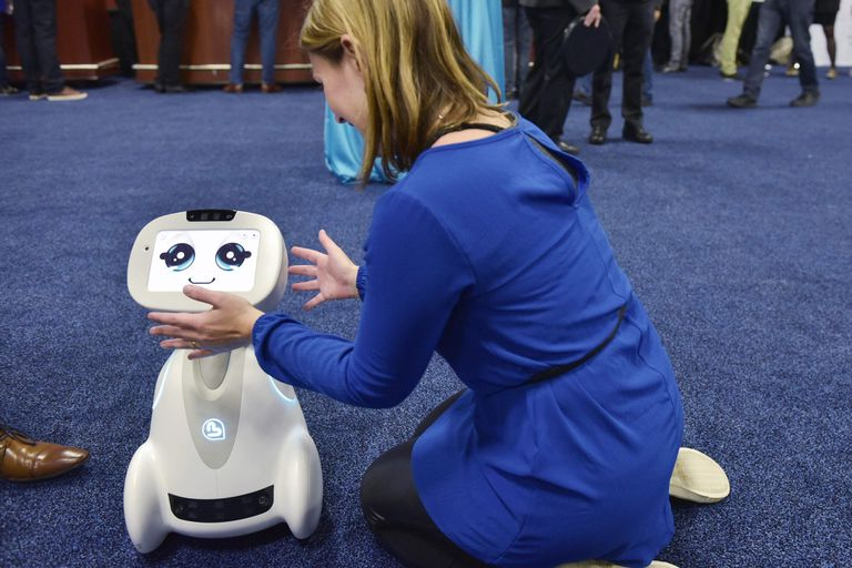 El robot Buddy en los pasillos de la CES 2018