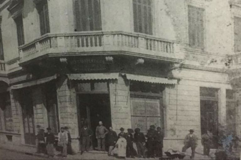 Fotografía de la reinauguración de la casa en el barrio de Monserrat