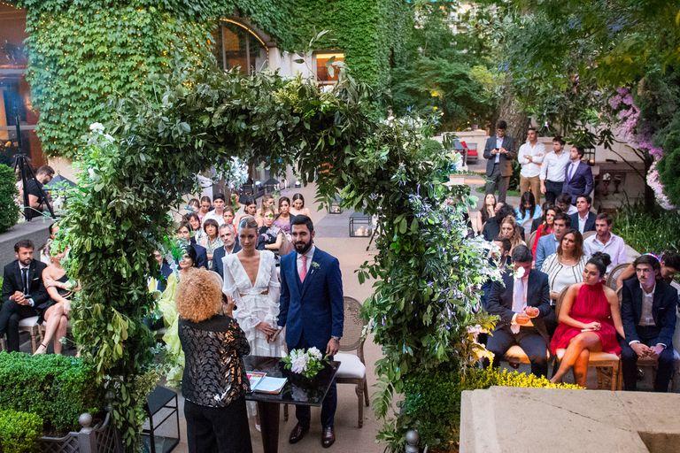 Angie Landaburu y Tomás Eurnekian se casaron por Civil en el palacio Duhau. Sólo sesenta personas que integran su círculo más cercano fueron invitados a la ceremonia