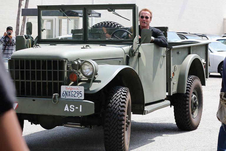 Fanático de los vehículos de guerra, tiene un camión Dodge M37