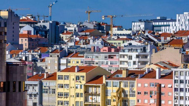 Los precios de la vivienda no paran de crecer en ciudades como Lisboa y Porto.