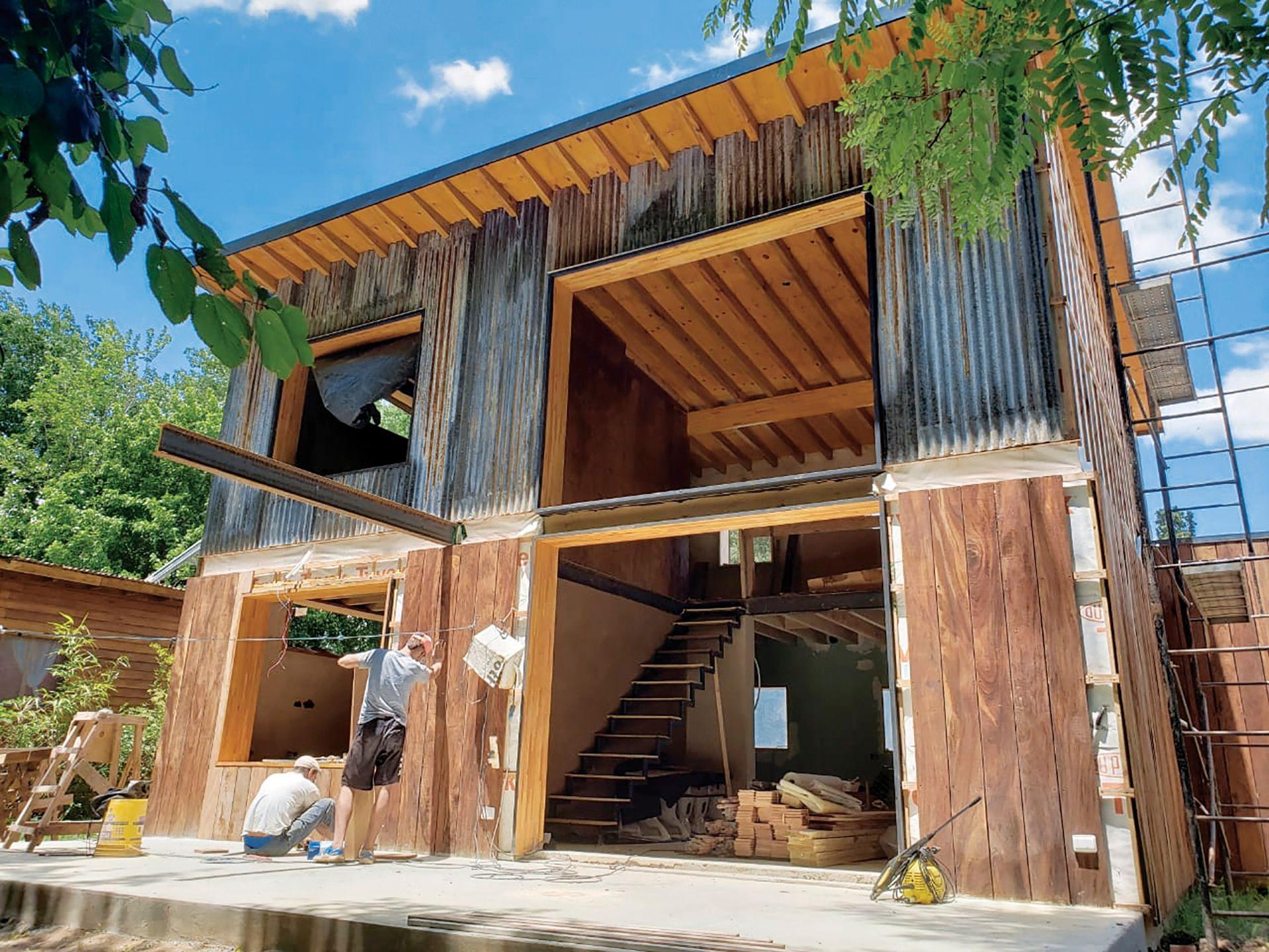 Casa de quincha en Buenos Aires. Gentileza: Brahma Arquitectura. El INTI trabaja en conjunto con la Red Protierra Argentina, que nuclea a quienes están enfocados en el desarrollo responsable de construcciones con tierra.
