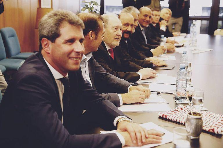 Los gobernadores concretaron sus amenazas y reclamaron por separado la inconstitucionalidad del decreto de Macri