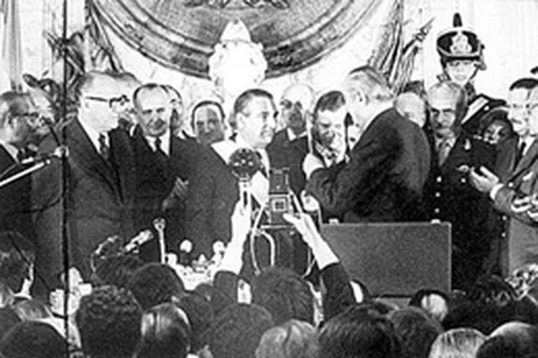 el 13 de julio de 1973 Héctor J. Cámpora deja el poder tras un tumultuoso y breve gobierno
